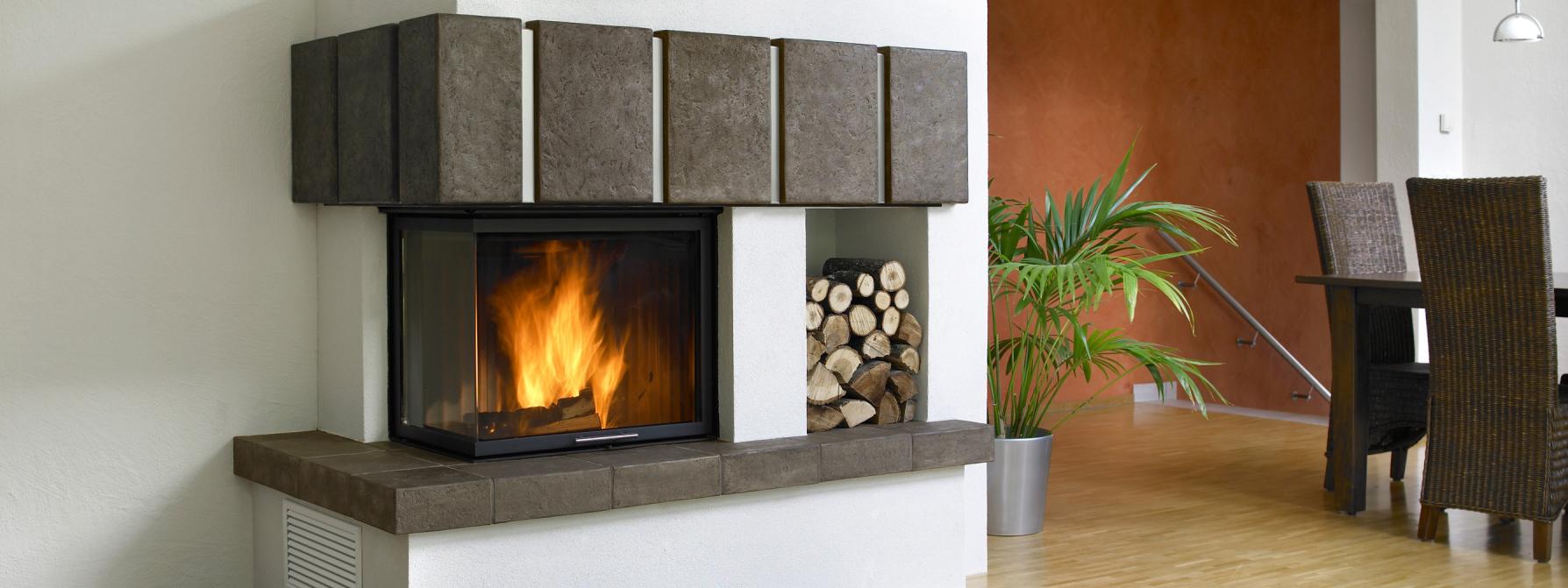 Věděli jste, že teplovodním krbem naakumulujete energii do nádrže avytápíte ikdyž nejste doma?